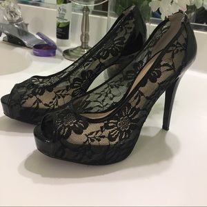 Guess black heels in lace size 7🌷